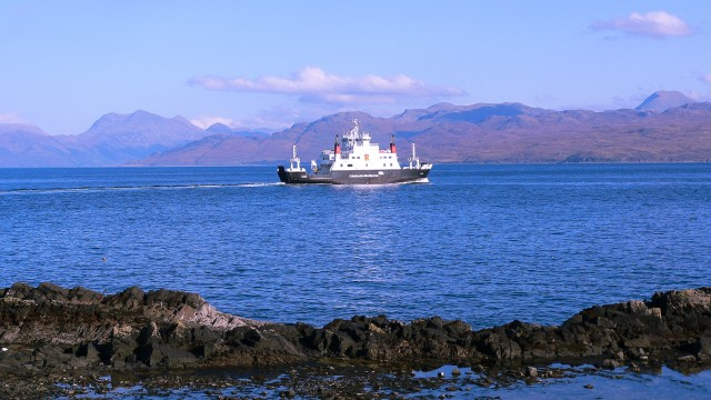 Sail over the sea to Skye