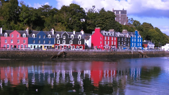 Tobermory's iconic & colourful houses